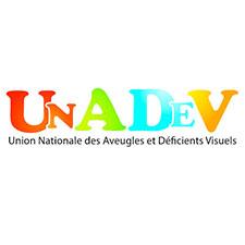 Logo Unadev – Le sigle UNADEV est formé de lettres capitales petites et grandes, rouges, vertes, bleues et orange. Dessous, en minuscules noires, on peut lire : Union Nationale des Aveugles et Déficients Visuels.