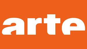 Logo arte – arte est écrit en lettres d'imprimerie blanches dans un rectangle orange. Le bas des lettres est incomplet, comme enfoncé dans l'eau.