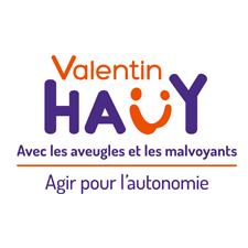 Logo Valentin Haüy – De haut en bas, sur quatre lignes : « Valentin » en orange. « Haüy », H, A, Ü, Y, en lettres capitales violettes. Le U tréma est orange et forme un petit smiley. « Avec les aveugles et les malvoyants » en violet souligné orange. « Agir pour l'autonomie » en violet.