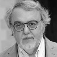 Alain BERGALA - Critique de cinéma, universitaire, essayiste, scénariste et réalisateur français - artisan de l'accessibilité sur des missions ponctuelles. Alain Bergala a environ 75 ans. Sa barbe et ses cheveux sont gris. Une mèche longue et décontractée balaie son front. Des lunettes en écaille cerclent son regard bienveillant.