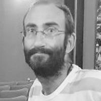 David LHEUREUX - Trésorier de l'association Les Yeux Dits - Responsable de cinéma art & essai. David Lheureux, est un quadragénaire au front dégarni, au regard clair et délicat. Il porte une barbe brune et une fine paire de lunettes ovales.